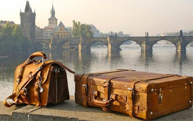 Купить чемодан на колесах Rock